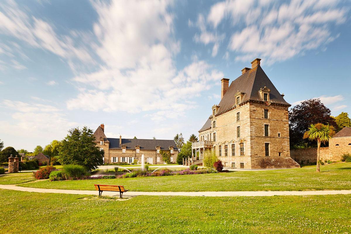 Chateau-des-Montgommery-de-Ducey--cote-jardin